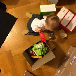 🎉 Nouvelle recrue au poste de responsable des expéditions. . #smowl #gosmowl #bebenetientpasenplace #avantlacreche #startup #parenting #babywork #vegan #superfood #snack #sain #snacksain