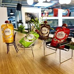 Monday relax in style for the SMOWL family 😎👍🏻🎶 . @vitra lounge . #smowl #gosmowl #chiling #mondaychill #instyle #design #vitra #gothamco #superfood #vegan #snack #healthysnack #sansgluten #sanslactose #healthylifestyle #laitdecoco
