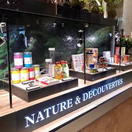 SMOWL en vitrine du nature et decouvertes au carrousel du Louvre ! 💚🔻 . @natureetdecouvertes @carrouseldulouvre #smowl #gosmowl #louvre #paris #natureetdecouvertes #vitrine #healthy #snack #snacking